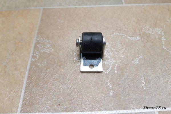 Ролик для дивана 531-01 прорезиненный