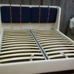 Кровать АДИДЖЕ двухспальная стильная с кожаными ремнями 3