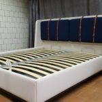 Кровать АДИДЖЕ двухспальная стильная с кожаными ремнями 5