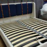 Кровать АДИДЖЕ двухспальная стильная с кожаными ремнями 8